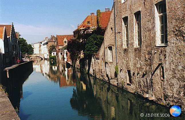 belgium_bruges_canal_old_buildings