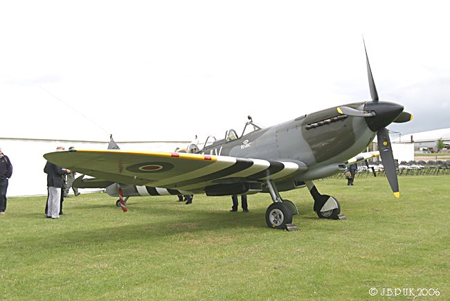 7219_duxford_spitfire_ml407_may_2006