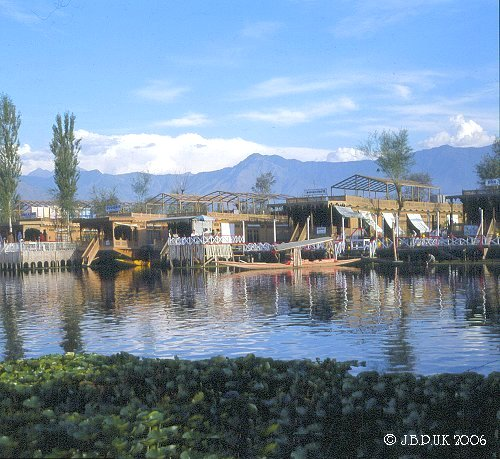 kashmir_dal_lake_houseboats_1989_0126