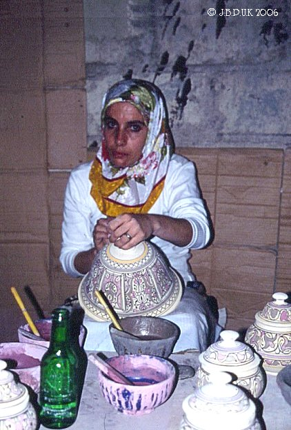 morocco_fes_pottery_worker2_0096_0032