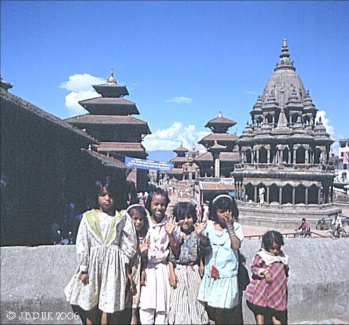 nepal_patan_durbar_square_children_1998_0131