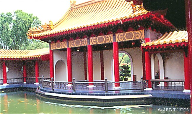 singapore_chinese_garden_temple_interior_1999_0189